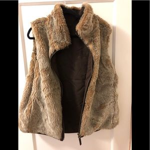 Gap faux fur reversible vest